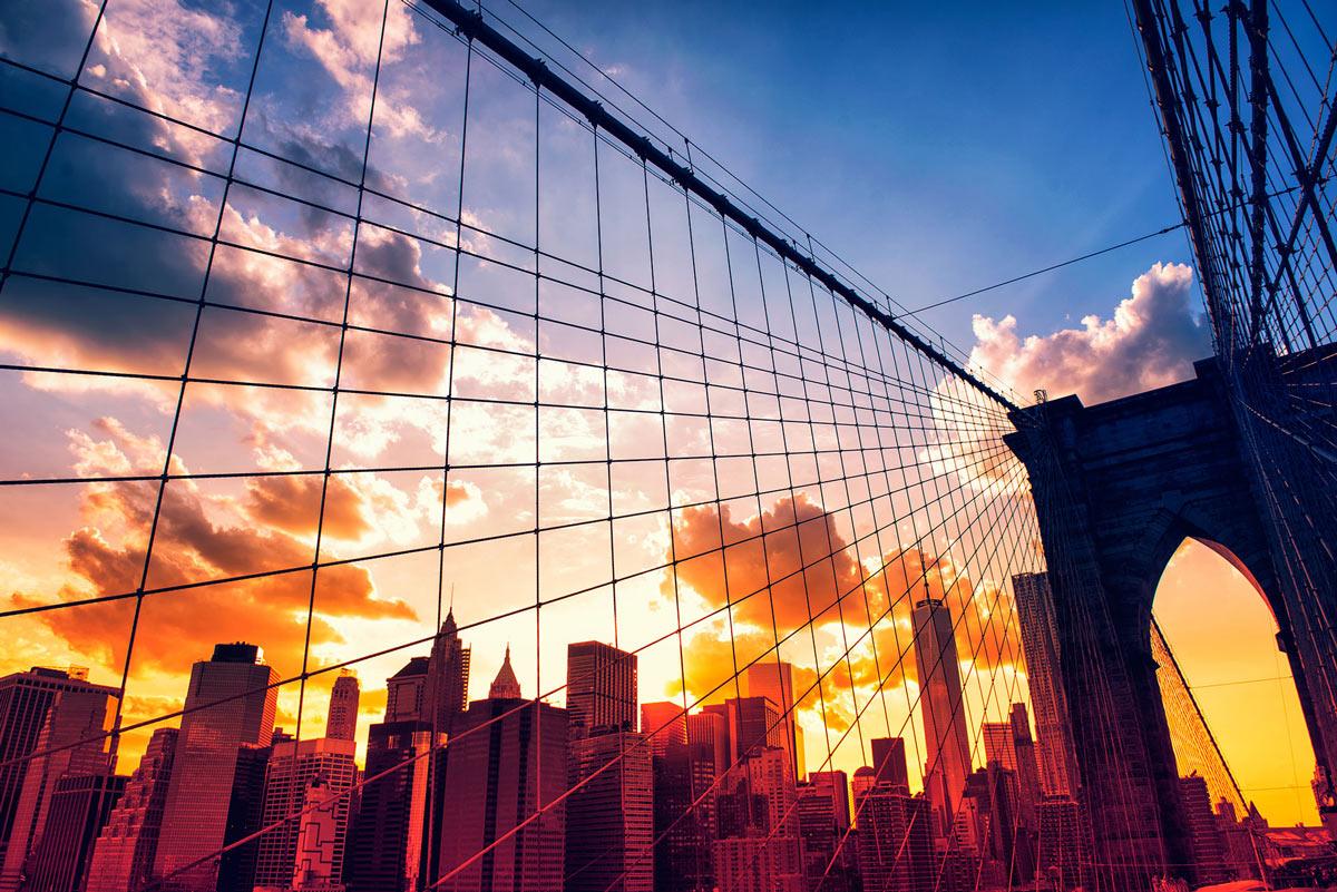 Brooklyn Bridge und Manhattan bei Sonnenuntergang