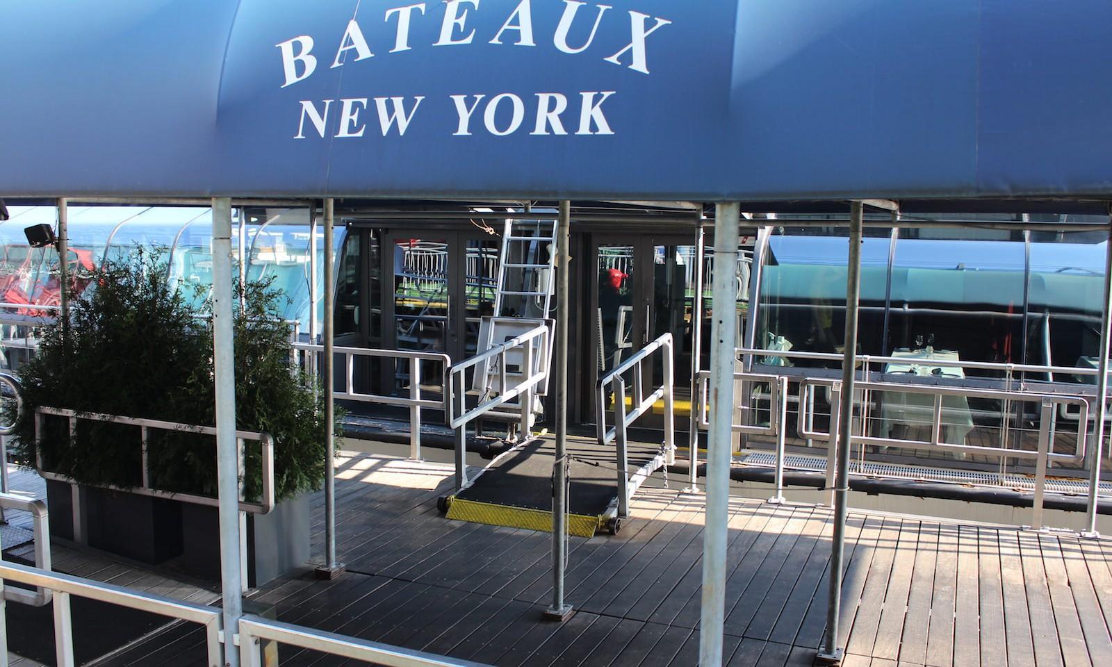 Cena en barco en Nueva York
