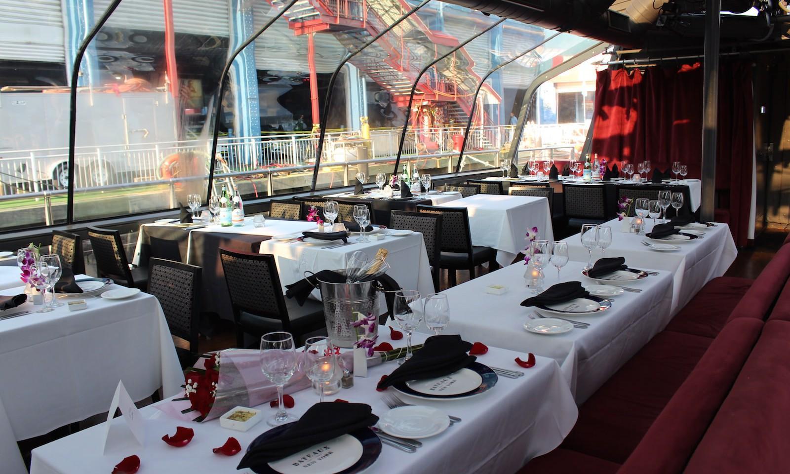 Crucero con cena alrededor de Manhattan