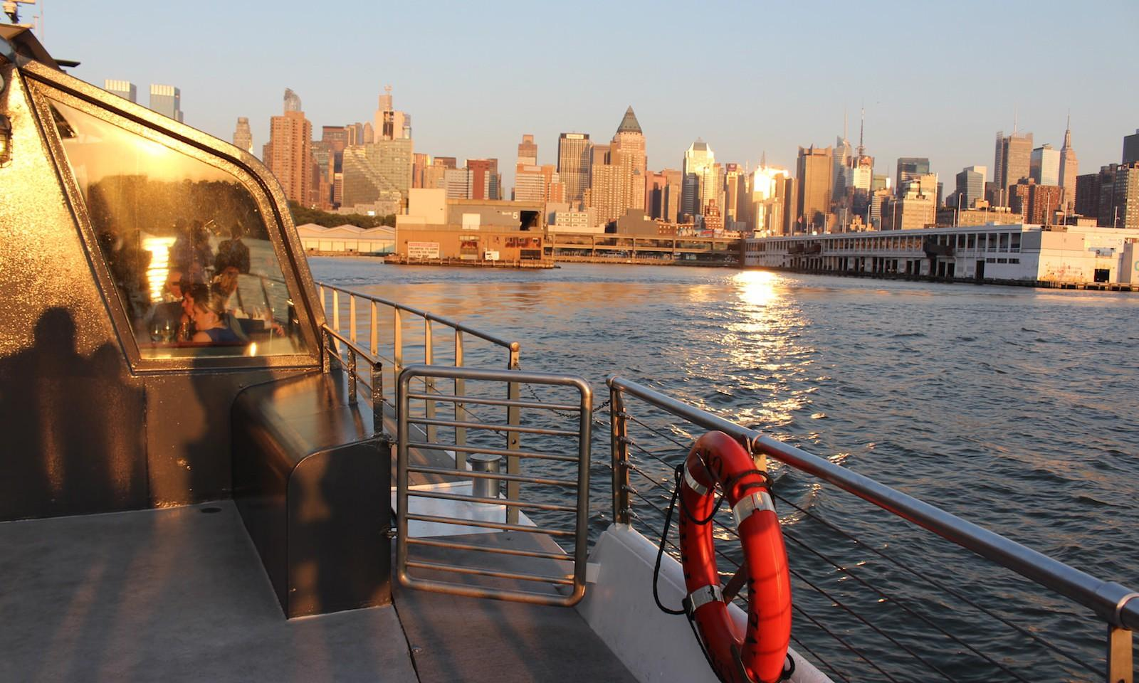 bateaux new york crucero con cena en nueva york