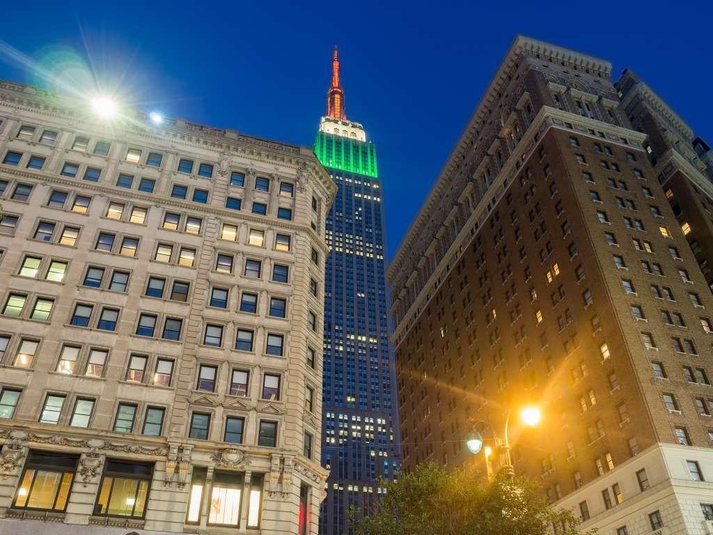 Edificio Empire State iluminado en Navidad