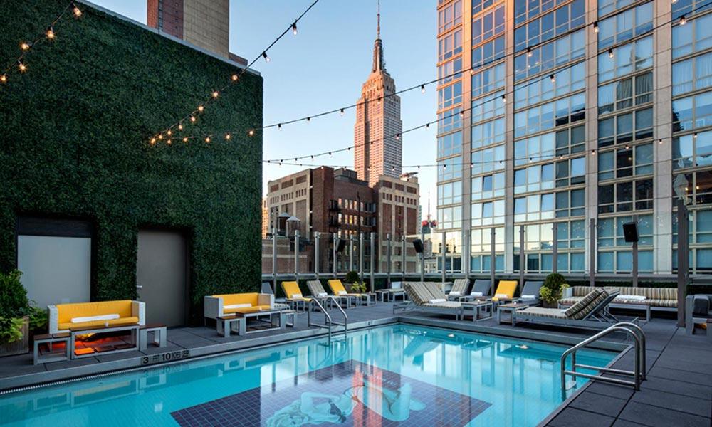 gansevoort park avenue rooftop-bar con piscina