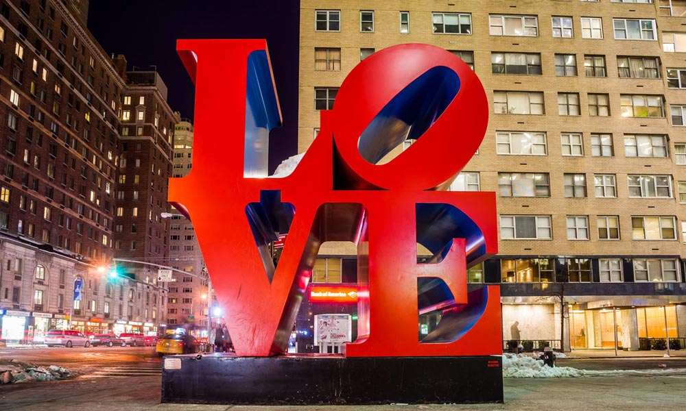 love skulptur abends in new york