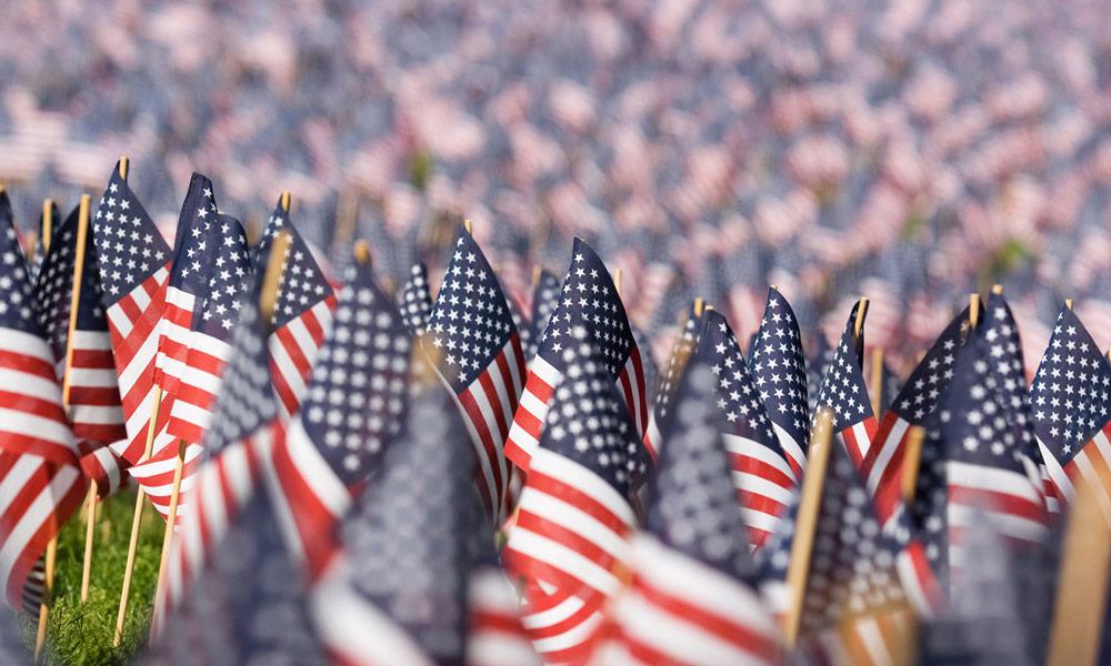 zahlreiche us-flaggen