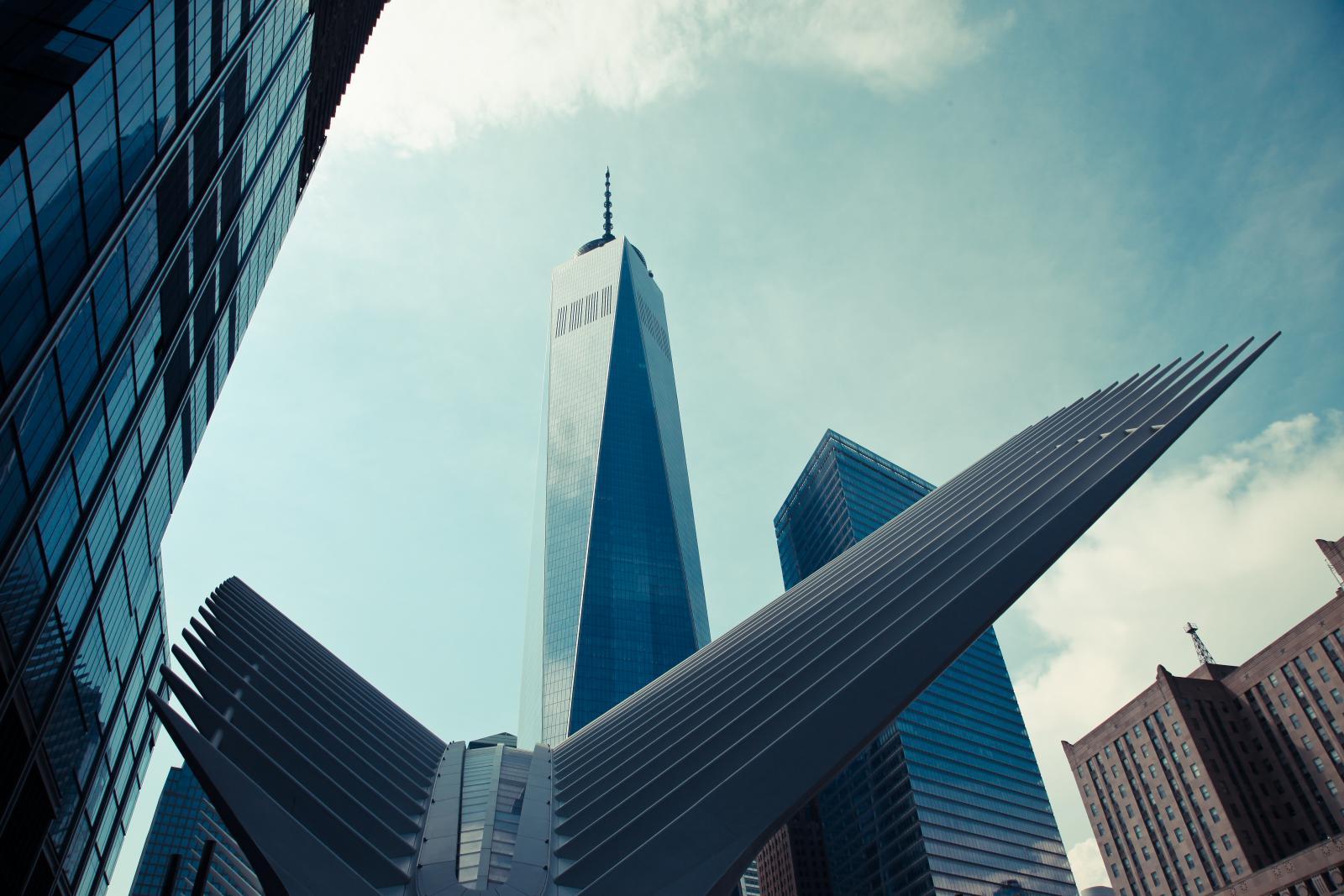 El One World Trade center frente a Oculus