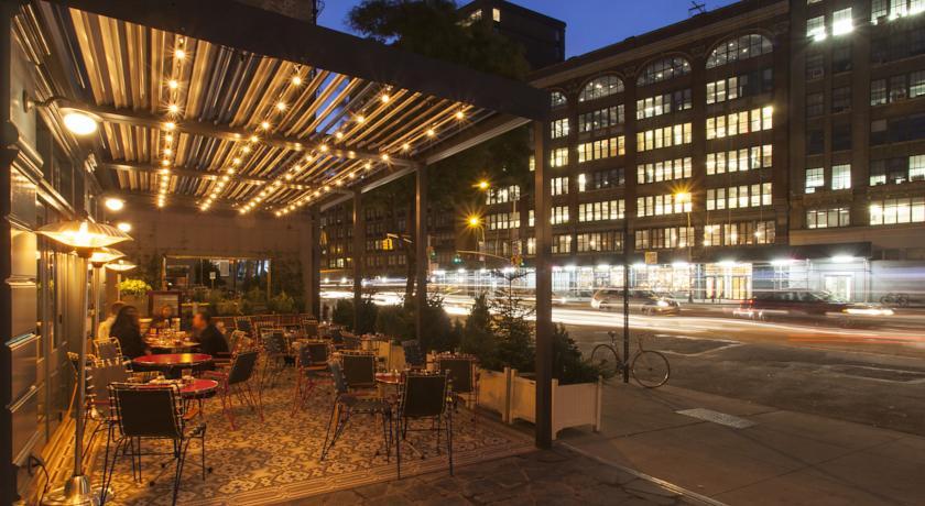 eingang des standard east village hotel new york von aussen