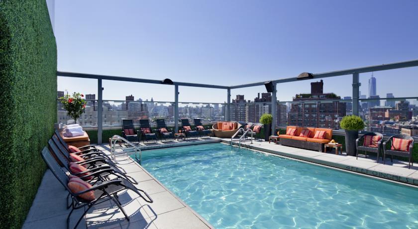 poolbereich des gansevoort hotel new york