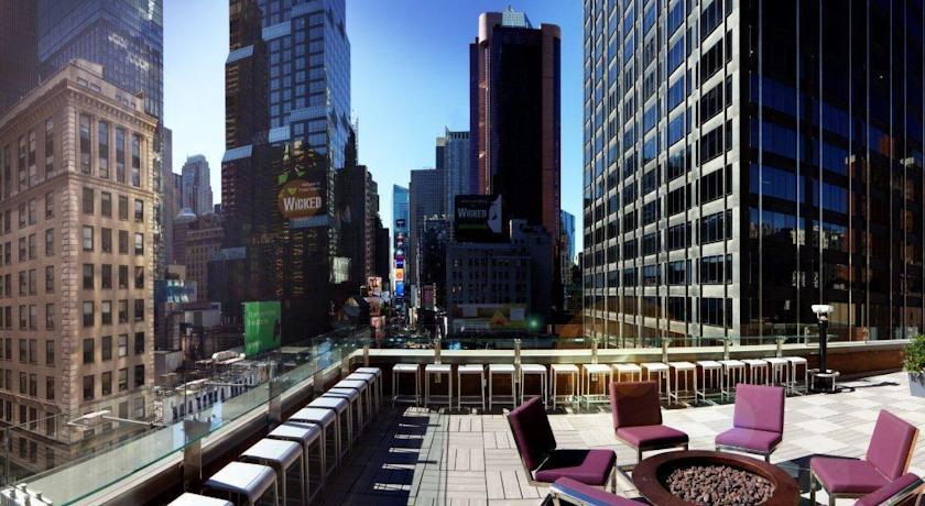 Terraza del bar con vistas a Manhattan, Hotel Novotel