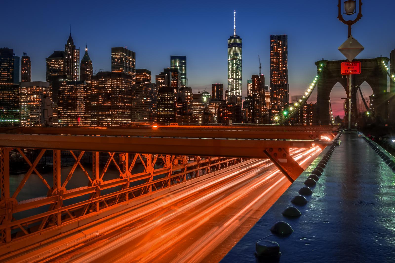 El Brooklyn Bridge por la noche