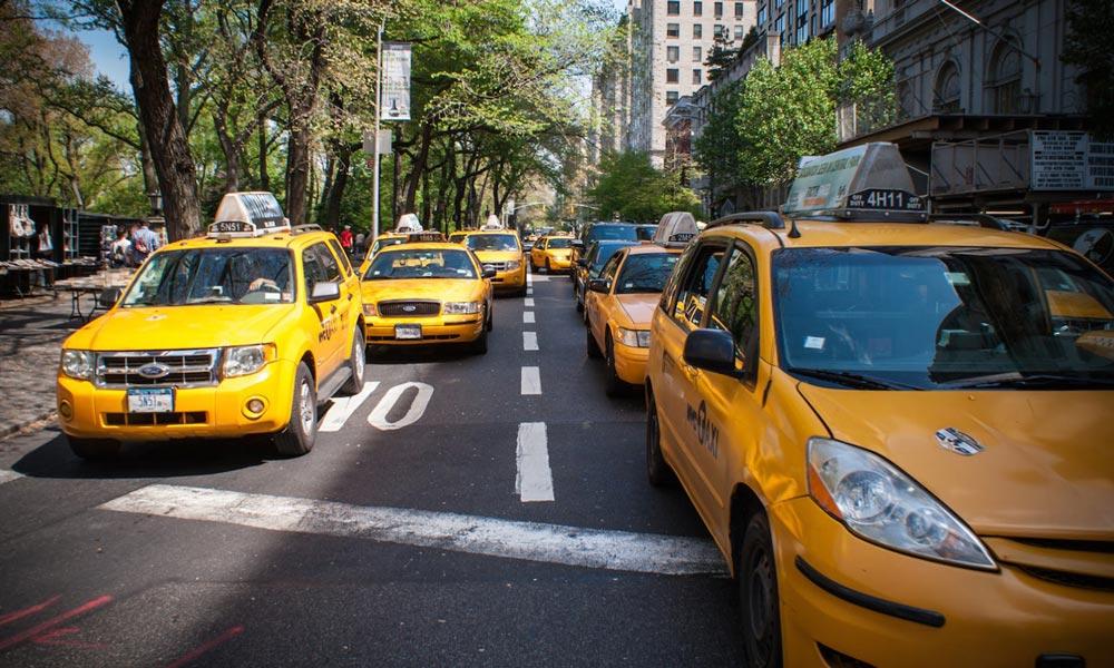 taxis en zona de tiendas Nueva York