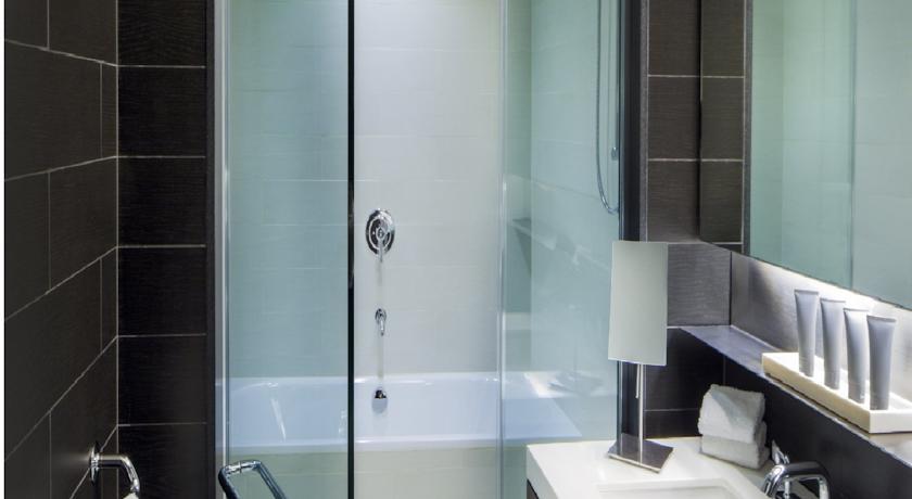 badezimmer im hyatt times square hotel new york