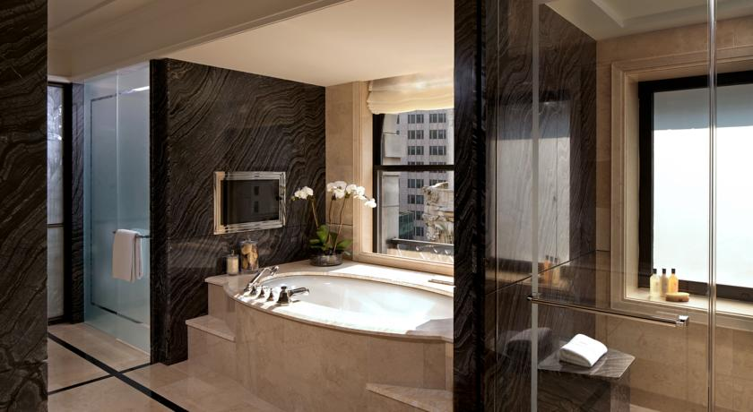 badezimmer im peninsula hotel new york