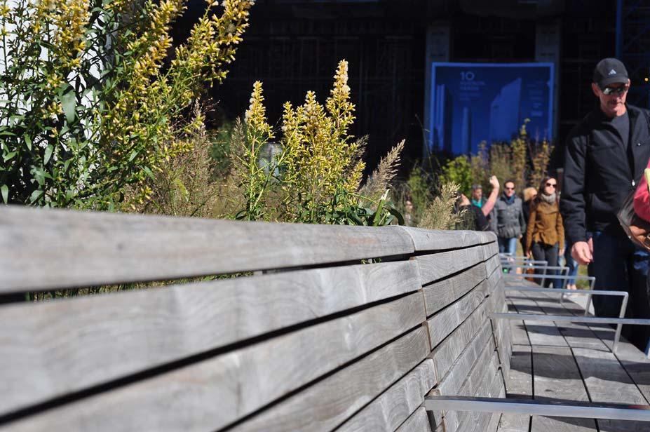 besucherbänke im high line park