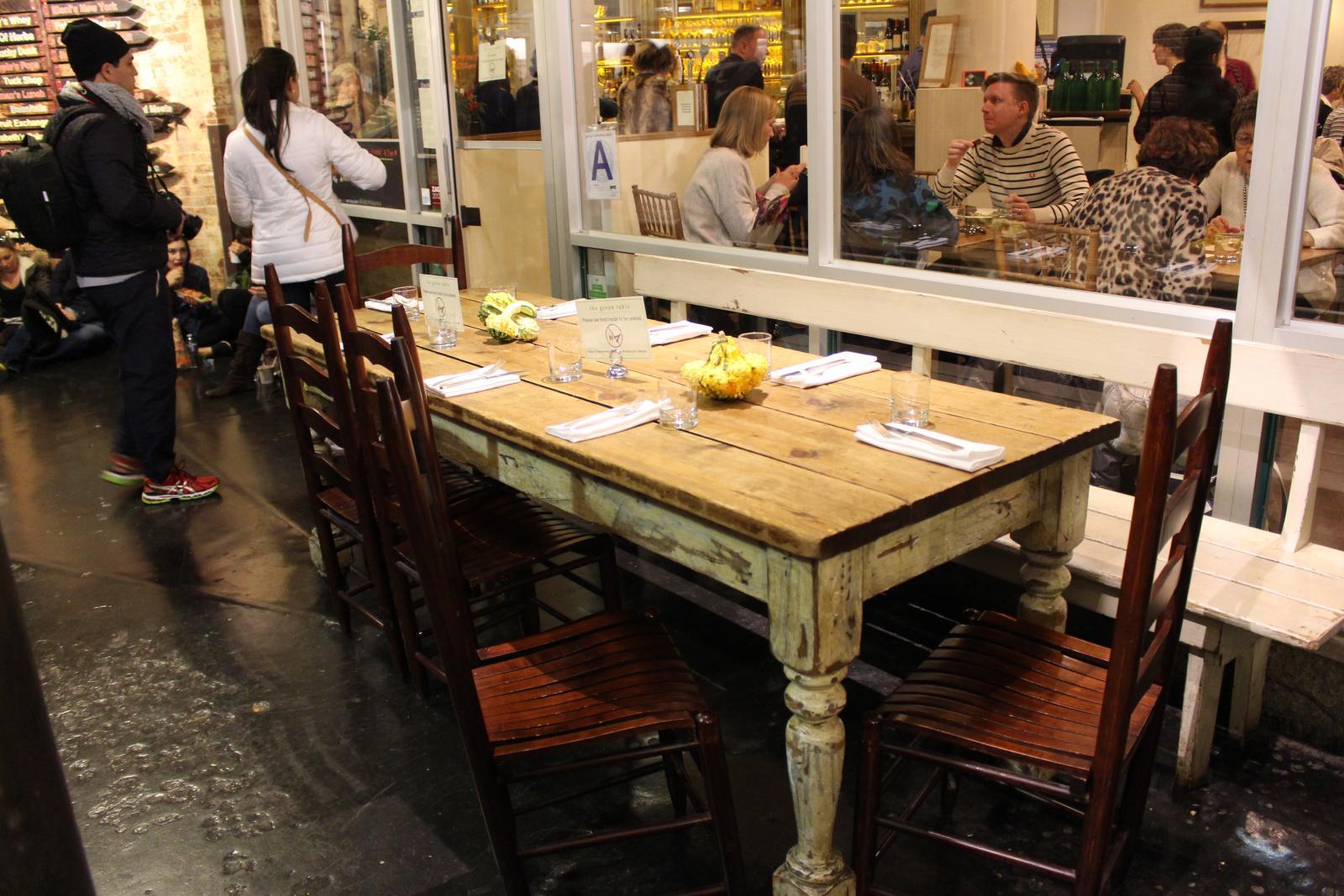 Comer en el Chelsea Market de NY