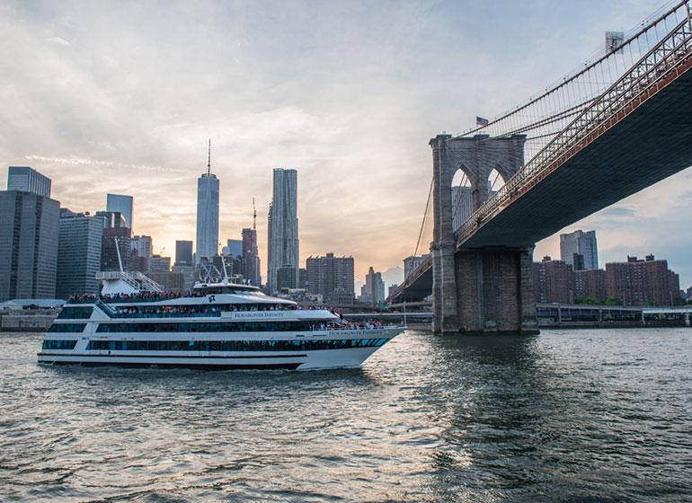 Barco alrededor de Manhattan: cena de nochevieja