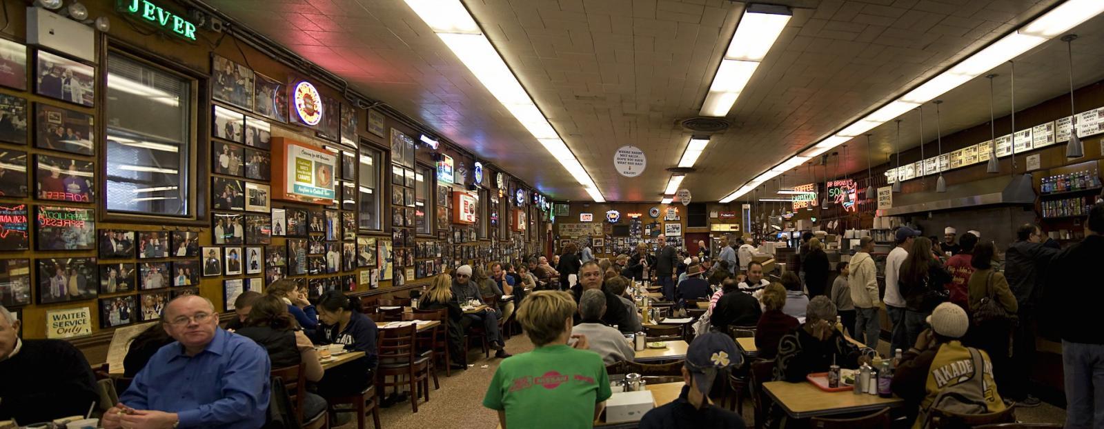 Lugares que visitar en nueva york: Katz's restaurant