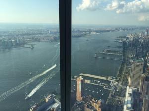 El río Hudson desde el mirador One World Observatory en lo alto del One World Trade Center