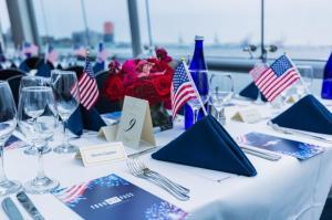 Crucero con cena y espectáculo el 4 de julio en NYC