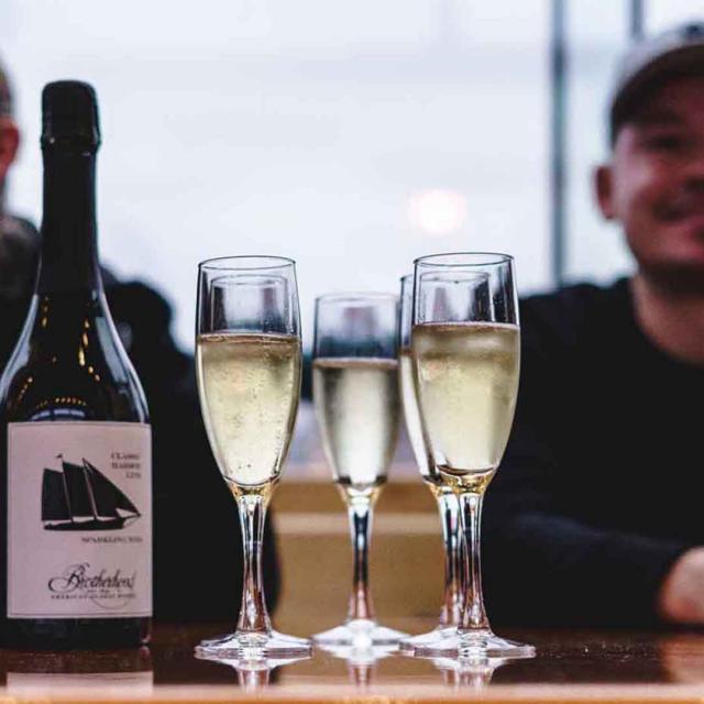 Paseo en Yate al Atardecer por Manhattan: el Champagne City Lights Cruise